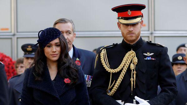 Meghan Markle y su esposo, el príncipe Enrique - Sputnik Mundo
