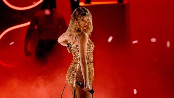 Taylor Swift, cantante estadounidense - Sputnik Mundo