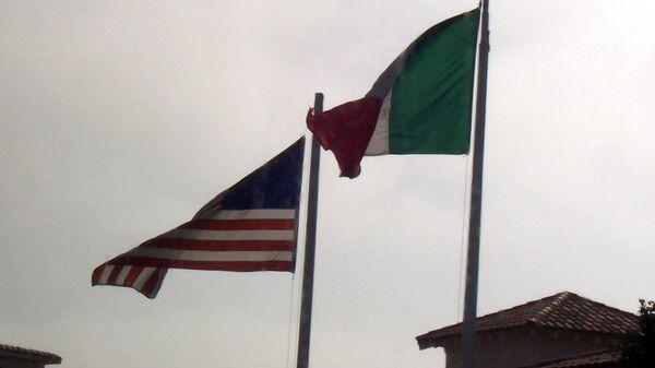 Banderas de EEUU y México - Sputnik Mundo