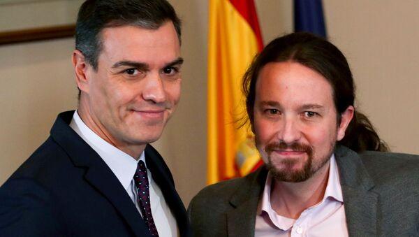 El lider del PSOE, Pedro Sánchez y el secretario general de Podemos, Pablo Iglesias - Sputnik Mundo