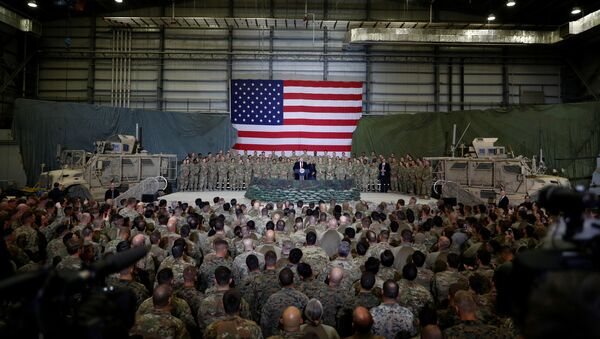 El presidente de EEUU, Donald Trump, en la Base Aérea de Bagram en Afganistán - Sputnik Mundo