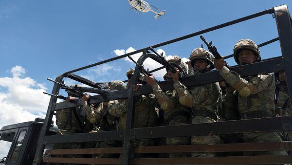 Militares bolivianos en Cochabamba, Bolivia - Sputnik Mundo