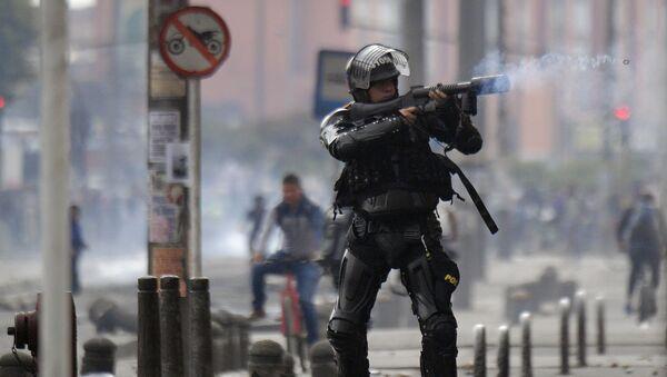 Policía antidisturbios durante las protestas en Bogotá, Colombia (archivo) - Sputnik Mundo