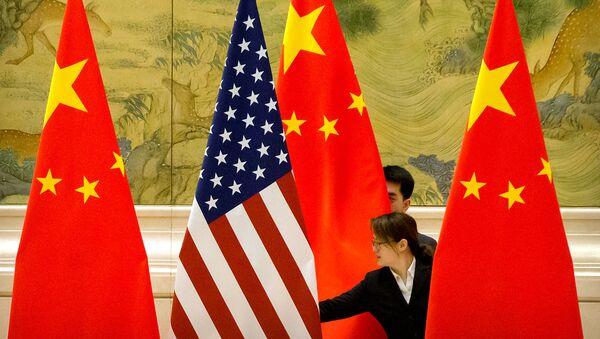 Banderas de China y EEUU - Sputnik Mundo