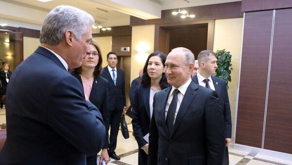 El presidente de Rusia, Vladímir Putin, recibe a su homólogo cubano, Miguel Díaz-Canel (archivo) - Sputnik Mundo