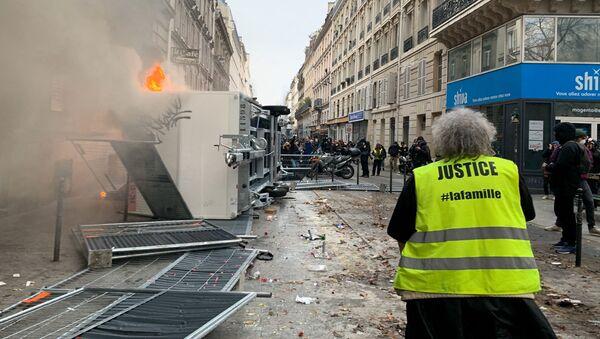 Protestas por la reforma de las pensiones en Francia - Sputnik Mundo