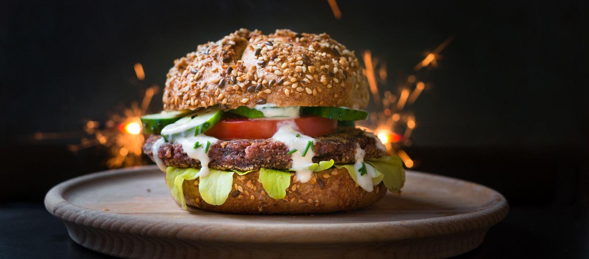 Una hamburguesa vegetariana - Sputnik Mundo, 1920, 09.12.2019