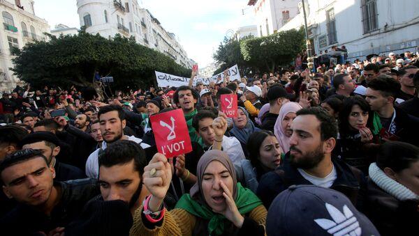 Protestas en Argelia - Sputnik Mundo