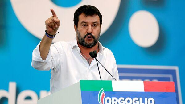 Matteo Salvini, el líder del partido Liga y el político más popular de Italia - Sputnik Mundo