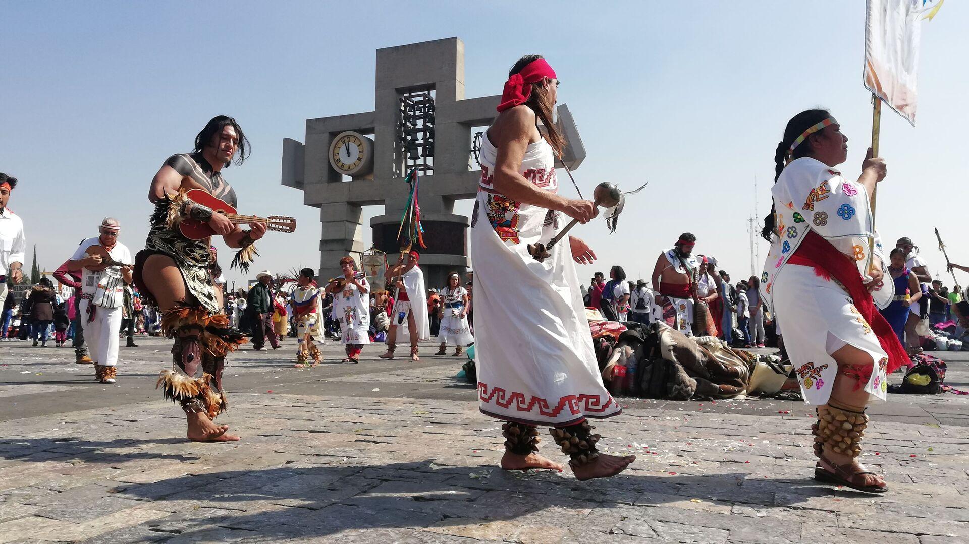 Peregrinos y danzantes: México celebra el día de la Virgen de Guadalupe - Sputnik Mundo, 1920, 27.09.2021