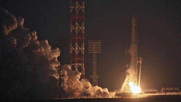 El despegue del primer satélite de la serie Electro-L realizado en 2011 - Sputnik Mundo