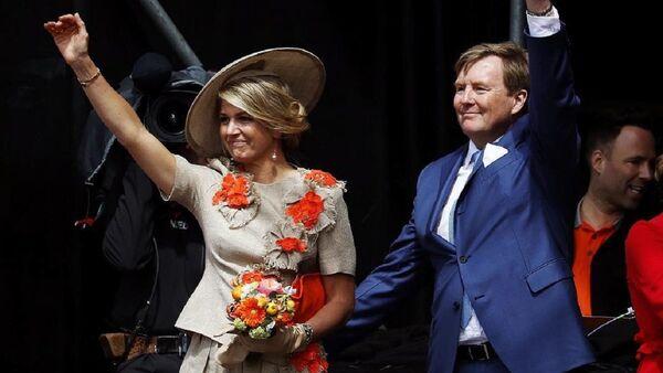 Guillermo y Máxima, reyes de Holanda - Sputnik Mundo
