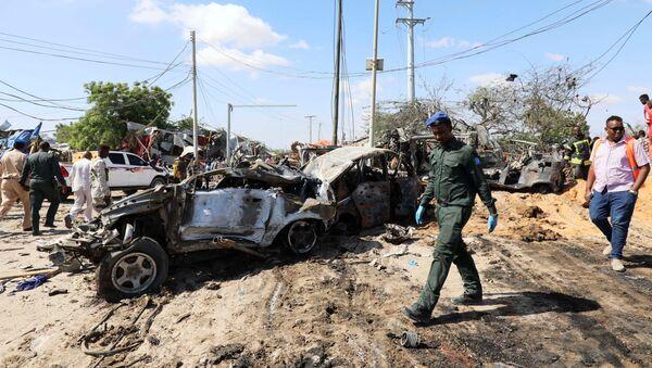 El lugar de la explosión de un coche bomba en Somalía - Sputnik Mundo