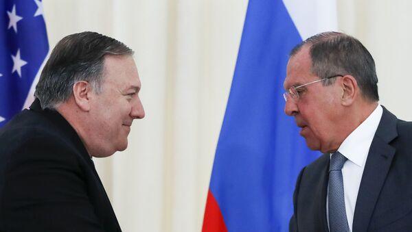 Secretario de Estado de EEUU, Mike Pompeo, y ministro de Asuntos Exteriores de Rusia, Serguéi Lavrov - Sputnik Mundo