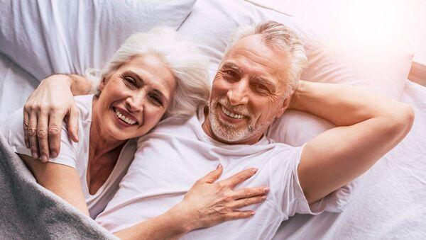 Una pareja de ancianos - Sputnik Mundo