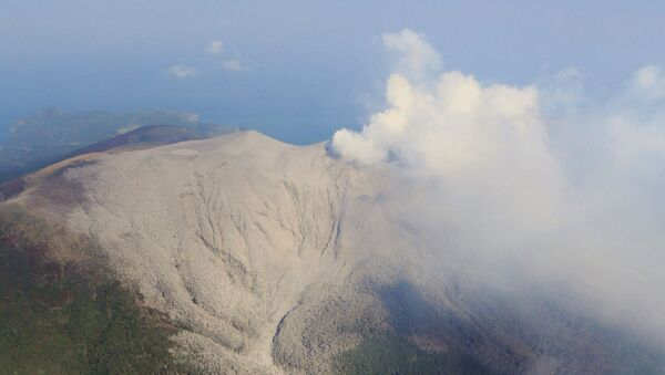 Erupción del volcano Shindake (archivo) - Sputnik Mundo
