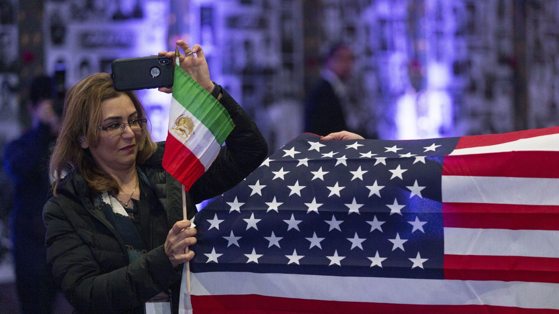 Banderas de EEUU e Irán - Sputnik Mundo, 1920, 19.02.2021