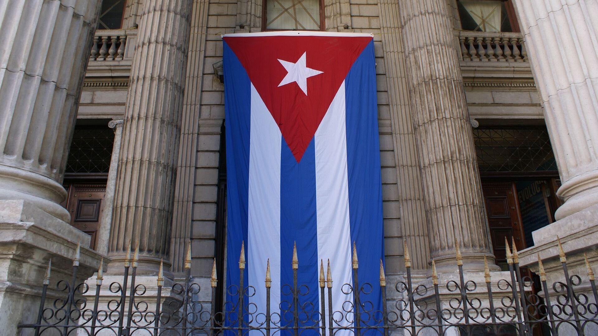 Bandera de Cuba en edificio del Ministerio de Finanzas y Precios - Sputnik Mundo, 1920, 01.09.2021