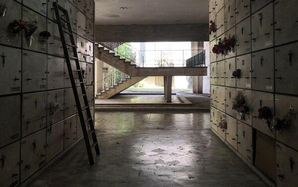 Pasillos de las galerías subterráneas, que cuentan con decenas de miles de nichos - Sputnik Mundo