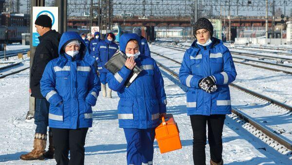 Los médicos llevan mascarillas para protegerse del coronavirus - Sputnik Mundo