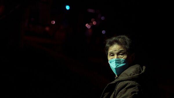Un chino en la mascarilla - Sputnik Mundo