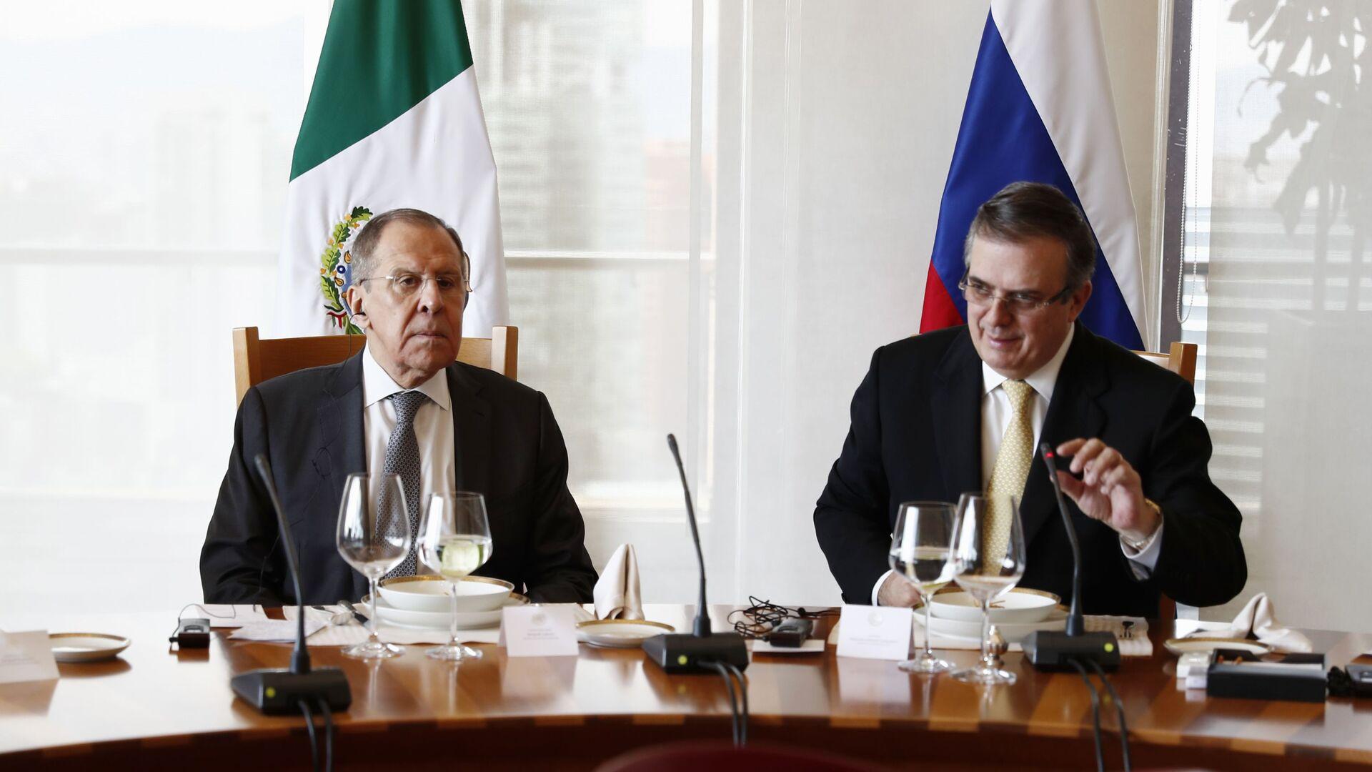 El canciller ruso, Serguéi Lavrov, y su homólogo mexicano, Marcelo Ebrard - Sputnik Mundo, 1920, 18.02.2021