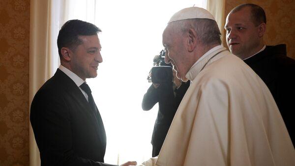 El presidente de Ucrania, Volodímir Zelenski, junto al papa Francisco - Sputnik Mundo