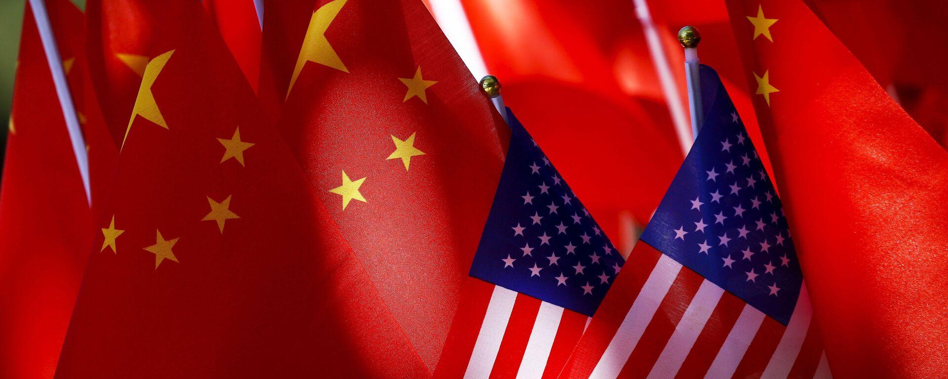 Banderas de EEUU y China - Sputnik Mundo, 1920, 17.09.2021