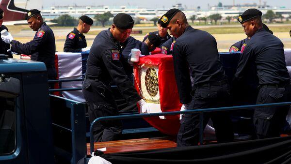 Funerales de las víctimas del tiroteo en Tailandia - Sputnik Mundo