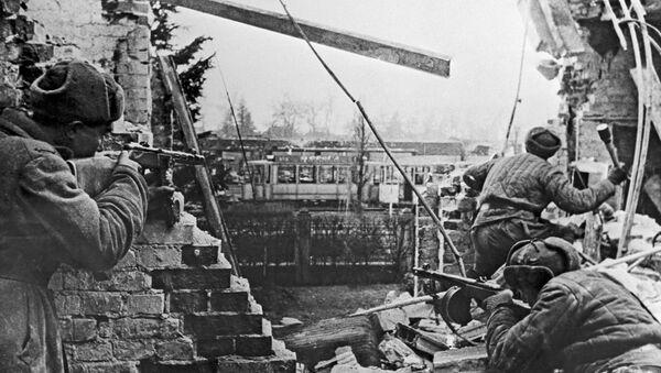Soldados soviéticos combaten para liberar Budapest - Sputnik Mundo