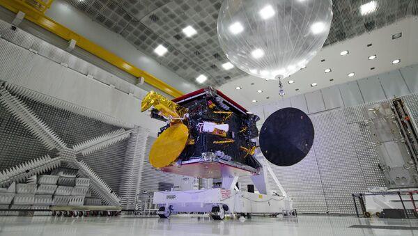 Satélite ARSAT-2 en cuarto limpio CEATSA, Sede Central INVAP - Sputnik Mundo