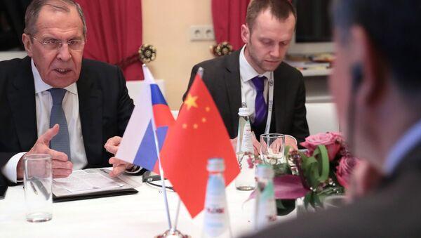 El ministro de Exteriores ruso, Serguéi Lavrov, y su homólogo chino, Wang Yi - Sputnik Mundo