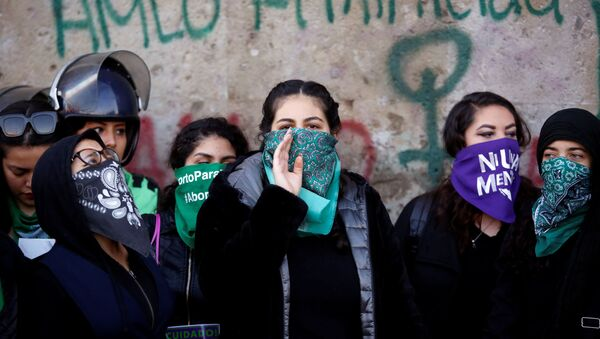 Protestas contra feminicidios en México - Sputnik Mundo