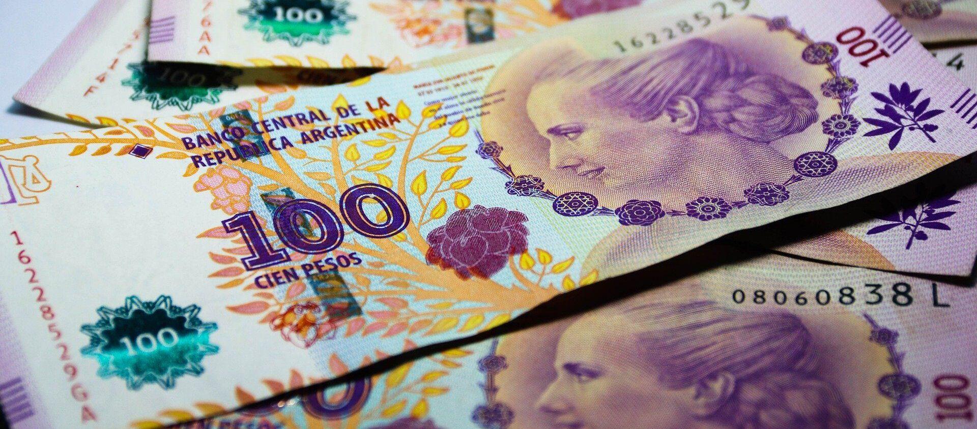 Billetes de cien pesos argentinos - Sputnik Mundo, 1920, 05.01.2021