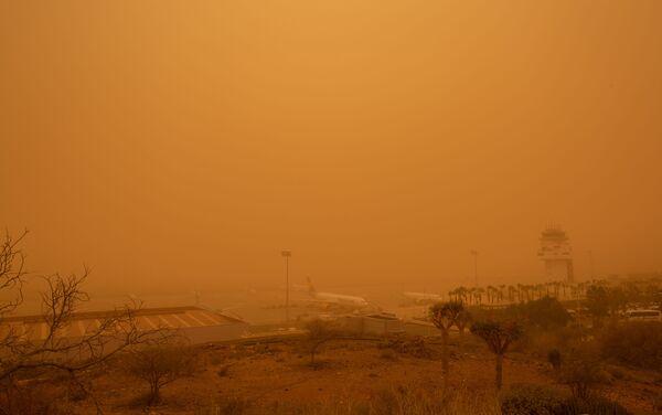 Tormenta de arena en aeropuerto Tenerife Sur - Sputnik Mundo