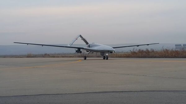 El dron armado Bayraktar - Sputnik Mundo