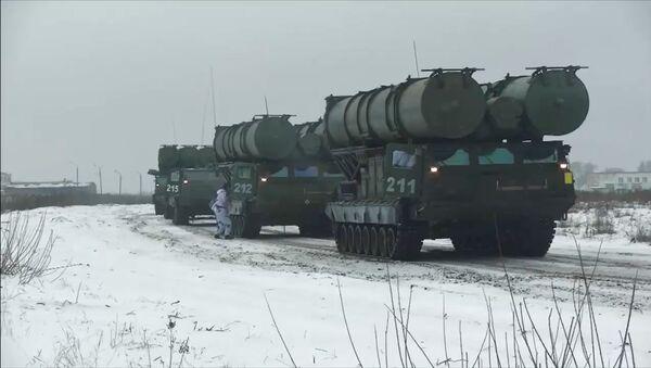 Los sistemas de defensa aérea S-300V - Sputnik Mundo