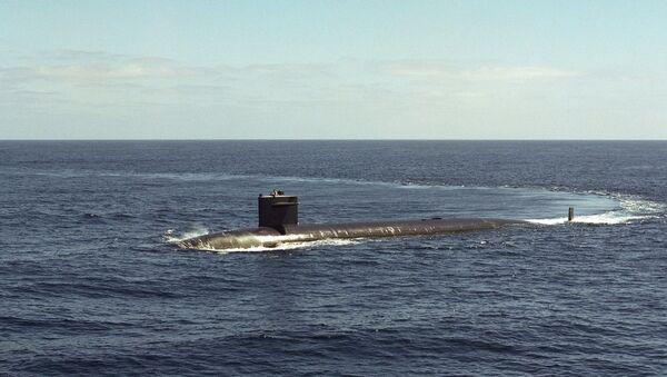 Un submarino emergiendo - Sputnik Mundo