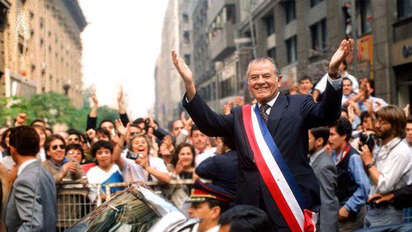 El expresidente chileno Patricio Aylwin el día de su asunción - Sputnik Mundo