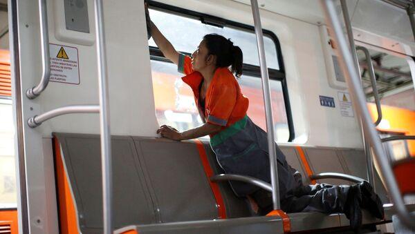 Desinfección en el metro de México - Sputnik Mundo