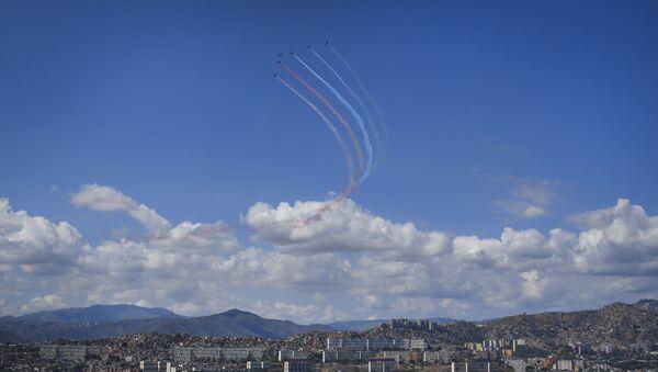 Aviones de la Aviación Militar Bolivariana en el cielo de Caracas - Sputnik Mundo