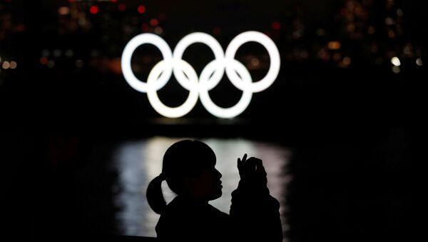 Anillos olímpicos en Tokio, Japón - Sputnik Mundo