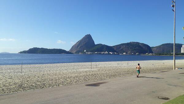 Playa de Río de Janeiro durante el brote de coronavirus en Brasil - Sputnik Mundo