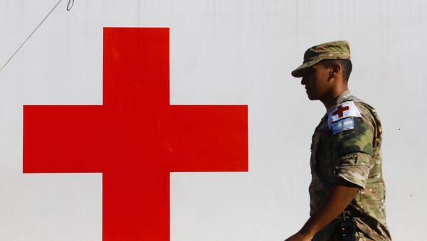 Militar argentino prestando servicio en un hospital móvil en Argentina - Sputnik Mundo