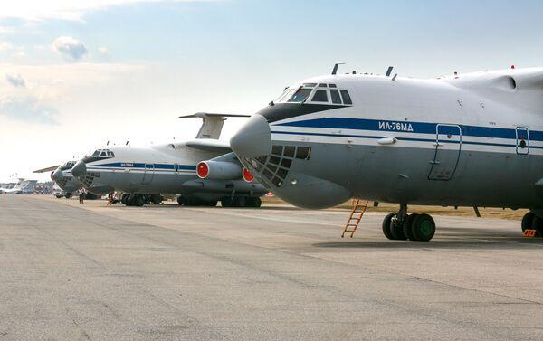Aviones Ilyushin Il-76 con ayuda para Serbia - Sputnik Mundo