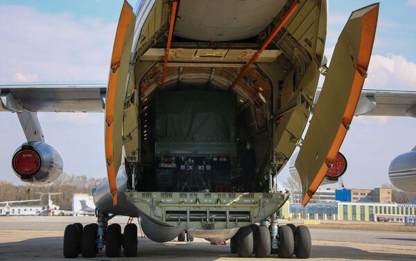 Un avión Ilyushin Il-76 con ayuda rusa para Serbia - Sputnik Mundo