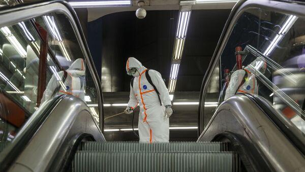 Desinfección en el Metro Madrid - Sputnik Mundo