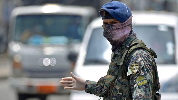 Un militar en Guayaquil, Ecuador - Sputnik Mundo