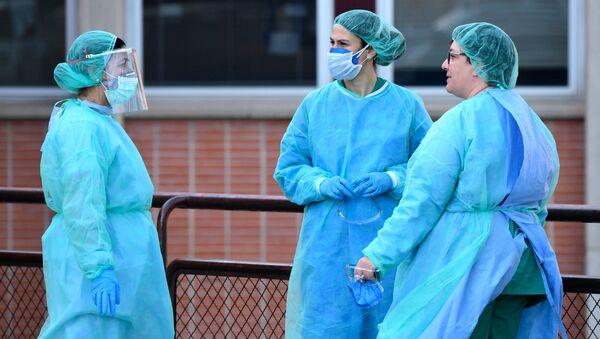 Sanitarias a las puertas del Hospital Severo Ochoa de Leganés (Madrid) - Sputnik Mundo