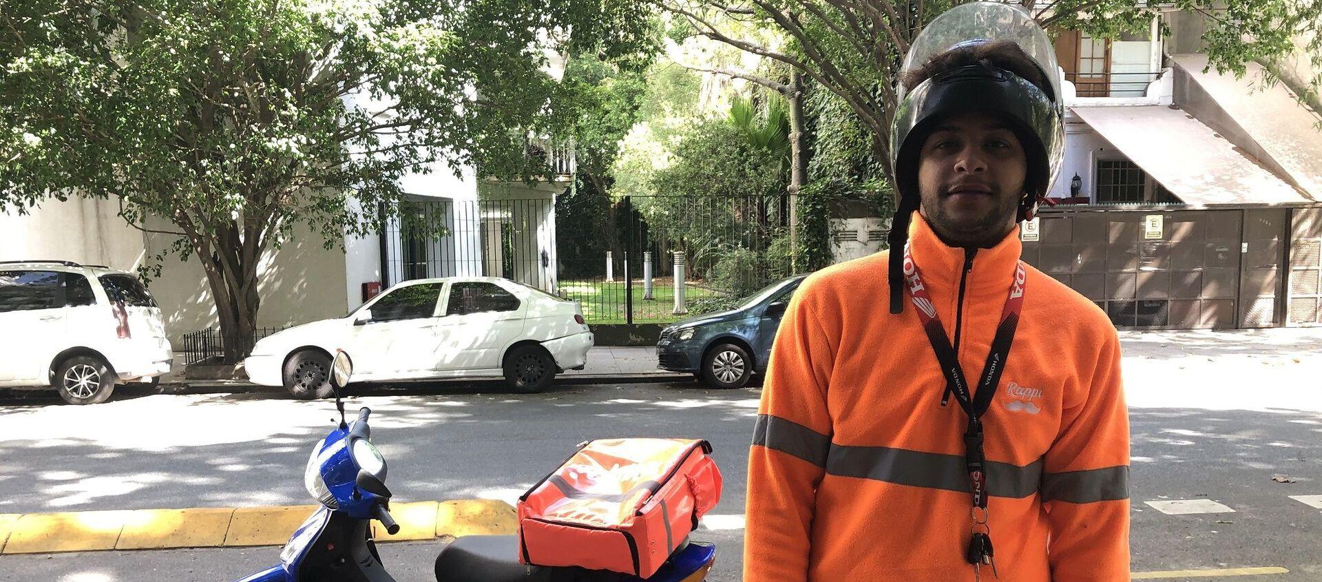 Gerson, repartidor de la aplicación Rappi, trabaja horas expuesto, sin barbijo ni guantes - Sputnik Mundo, 1920, 06.04.2020